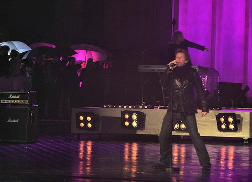 Bon Jovi optræder foran Brandenburger Tor