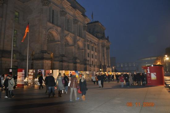 Dominobrikkerne foran Reichstag