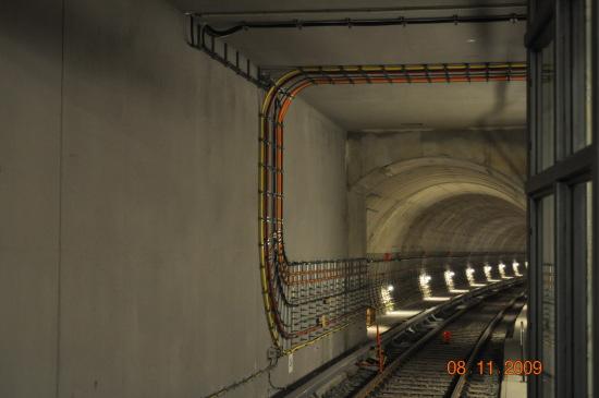 Den nye Brandenburger Tor ubahn station, som endnu ikke er færdigbygget, derfor kunne man se ind i tunnelen.