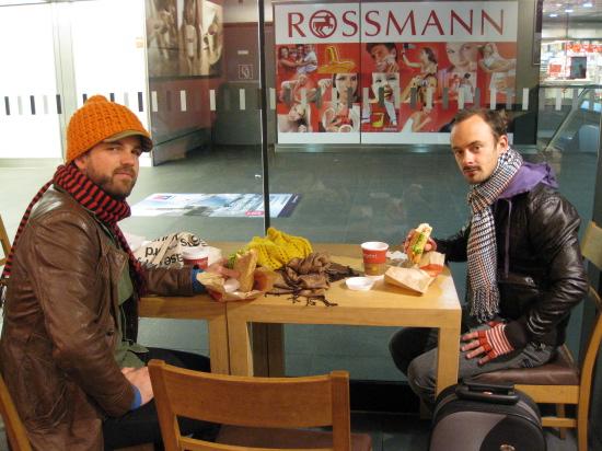 Morgenmad på Hauptbahnhof inden Dan skal med toget