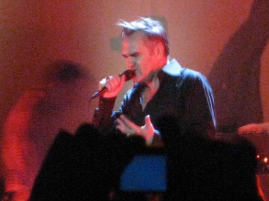 Morrissey på scenen i Tempodrom