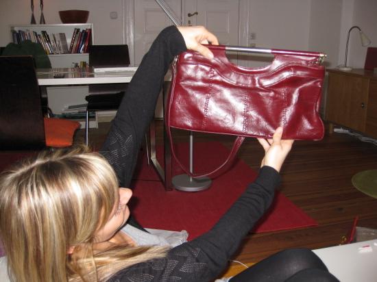 Diana fik blandt andet en taske af Christian, som hun blev rigtig glad for :-)